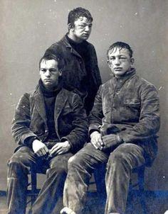 Studenti di Princeton dopo una battaglia a palle di neve, 1893.
