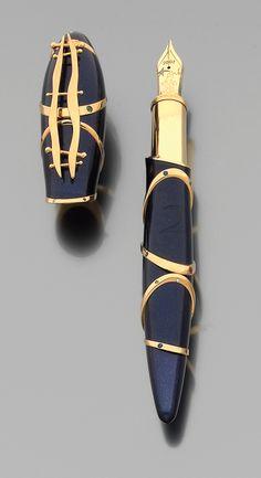Stylo plume Montblanc (édition limitée en hommage au peintre Joan Miró), en or, laque bleue saphir et pierres précieuses, collection Ted Lapidus.