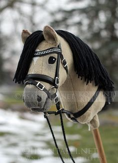 Iisa lagets blogg Horse Stables, Horse Tack, Chien Basset, Horse Barn Plans, Crochet Horse, Horse Galloping, Stick Horses, Clay Cats, Fabric Animals