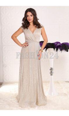 Rochie Lunga Carissa Beige -  Aceasta rochie de seara lunga de culoare bej este demna de o vedeta care paseste pe covorul rosu. Si tu poti fi admirata de fotografi si de lumea intreaga atunci cand mergi plina de incredere imbracata astfel la evenimentele cele mai speciale din viata ta. Este o rochie care imbina pasiunea cu rafi