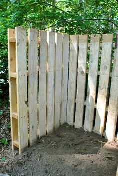Fence corner with pallets