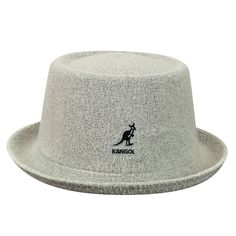 The Bermuda Mowbray is a stylish pork pie shape that's become a staple in the Kangol collection. It's now available in supple Bermuda fabric that's very comfortable in spring and summer.