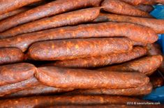 Mezeluri de casa, carnati, ceafa, cotlet, pastrama, toba, caltabosi, lebar - retete pas cu pas | Savori Urbane Spanish Sausage, My Recipes, Favorite Recipes, Romanian Food, Pastry Cake, Smoking Meat, Fun Cooking, Lunches And Dinners, Charcuterie