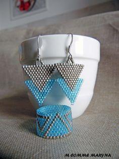 Parure boho bohème chic perles Miyuki triangles 2 pièces indien huichol Bleu et argenté. Parure ethnique. Tissage : Parure par m-comme-maryna