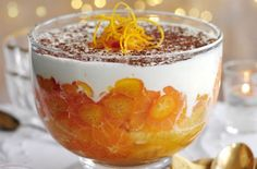 Slimming World's whisky orange trifle recipe is part of Orange Trifle dessert - An extra special festive treat from Slimming World Ready in just 20 mins and it's good for you! This boozy trifle is the perfect dessert for a celebration Slimming World Trifle, Slimming World Puddings, Slimming World Desserts, Fruit Trifle, Trifle Desserts, Dessert Recipes, Dessert Trifles, Trifle Cake, Cake Recipes