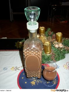 Čokoládový likér Wine Decanter, Destiel, Smoothies, Barware, Food And Drink, Kitchen Appliances, Homemade, Coffee, Drinks