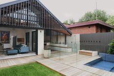 St Kilda Gable End House by MRTN Architects