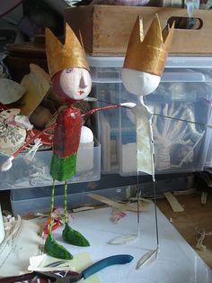 papier mache figures use paper mache clay Paper Clay, Paper Mache Clay, Paper Mache Crafts, Paper Art, Sculpture Lessons, Sculpture Projects, Art Projects, Art For Kids, Crafts For Kids