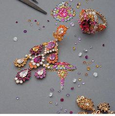 Victoire de Castellane for Dior Joaillerie - Laziz Hamani Dior Jewelry, Luxury Jewelry, Jewelry Art, Antique Jewelry, Sea Glass Jewelry, Gemstone Jewelry, Jewelry Design Drawing, Jewellery Sketches, Jewelry Sketch