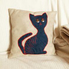 Kissen mit Katzenapplikation Throw Pillows, Cat Applique, Applique Pillows, Cats, Kunst, Toss Pillows, Cushions, Decorative Pillows, Decor Pillows