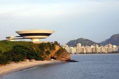 Principais Obras de Oscar Niemeyer - No Brasil e No Exterior - Museu de Arte Contemperânea, em Niterói no RIO de Janeiro.