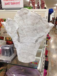 Cool textured vase. Home Goods Store, Iris Van Herpen, Wicker, Vase, Texture, Living Room, Cool Stuff, Accessories, Furniture