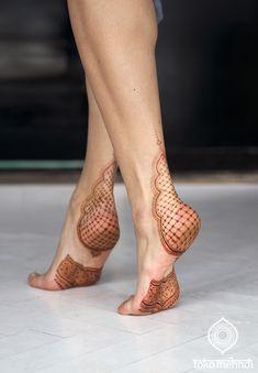Happy Henna Feet | Toko Mehndi | FotoLoet