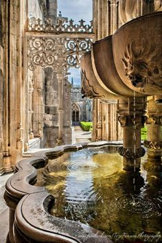 Um recanto do Mosteiro da Batalha - Portugal (not sure what that says other than Portugal) but this looks amazing
