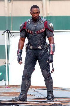 Anthony Mackie on set of Captain America: Civil War as 'Falcon', May 15 <---- YEEEEESSSS