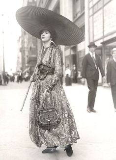 1920's paisley dress...great purse...for sure would wear today....