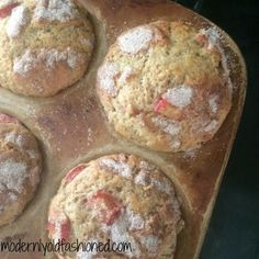 Muffins - Heavenly Rhubarb Muffins. So incredibly light, fluffy, and moist. The perfect amount of tang from the rhubarb and not too sweet. Moutwatering! Carré Rice Krispies, Bread Recipes, Donut Recipes, Muffin Recipes, Ruhbarb Recipes, Baking Recipes, Cooking Light Recipes, Dessert Recipes, Cooking Ideas