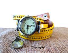 Montre vintage en cuir jaune et sequin daisy sun : Montre par crocmyys