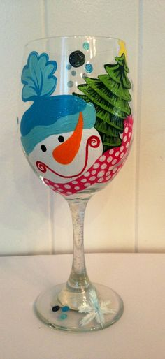 Cute Wine Glasses, Christmas Wine Glasses, Decorated Wine Glasses, Hand Painted Wine Glasses, Wine Glass Crafts, Wine Bottle Crafts, Floral Vintage, Wine Bottle Art, Bottle Painting