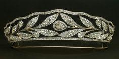 Replica de tiaras para novias del siglo pasado, de Joyería Barcenas
