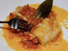 Ingredientes ½ Kg. de bacalao. ½ pimiento rojo ½ Kg. de tomates maduros 3 cebolletas 2 huevos cocidos 1 puñadito de almendras Aza... Empanadas, Cod, Crockpot, Food To Make, Seafood, Food And Drink, Beef, Fish, Chicken