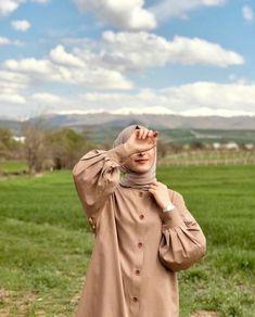 Hijabi Girl, Girl Hijab, Hijab Style Tutorial, Hijab Collection, Modest Fashion Hijab, Fancy Dress Design, Fashion Model Poses, Muslim Women Fashion, Islamic Girl