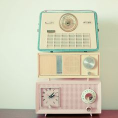 radio, vintage, and pastel Deco Pastel, Pastel Decor, Pastel Colors, Pastel Candy, Pastel Home, Retro Colours, Pastel Palette, Décor Antique, Vintage Antiques