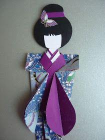 Uma encomenda de uma Geisha com kimono azul e roxo