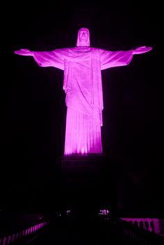 O Cristo Redentor também fica iluminado durante o Outubro Rosa.  (Foto: Siag. Org)