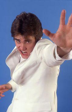Jim Carrey imita Elvis Presley | Acesse o Canto dos Clássicos: cantodosclássicos.com.