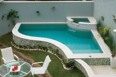 Even in small spaces it is possible to build a modern and pleasant small pool for residents. To solve this problem requires good planning, tricks rega. Backyard Pool Designs, Small Backyard Pools, Outdoor Pool, Outdoor Decor, Small Backyards, Small Swimming Pools, Small Pools, Swimming Pool Designs, Kleiner Pool Design