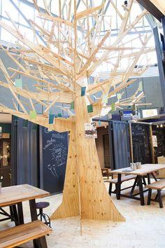 KARWEI | De boom in de stand is van underlayment gemaakt. #woonbeurs #karwei #inspiratie