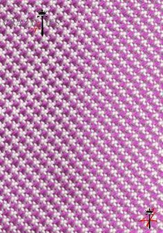 Particolare Tessuto Cravatta Pied de Poule in Seta Jacquard Viola e Bianca