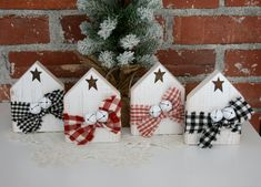 Farmhouse Christmas Ornaments, Christmas Wood Crafts, Christmas Signs, Christmas Projects, Holiday Crafts, Christmas Crafts, Christmas Decorations, Winter Wood Crafts, Diy Crafts With Wood