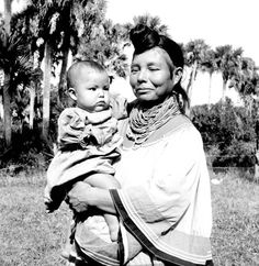 Florida Memory - Seminole woman Leona Smith holding a child Native American Photos, Native American History, Native American Indians, American Symbols, Vintage Florida, Old Florida, Seminole Indians, Black Indians, Native Indian