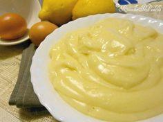 Crema pasticcera leggera, ricetta base - INGREDIENTI: 90 gr di zucchero, 2 tuorli, 500 ml di latte, 50 gr maizena, 1 bustina di vanillina, la buccia di un limone non trattato