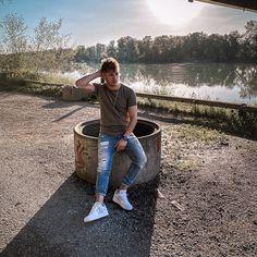 "Felix Hebesberger on Instagram: ""When you focus on the good, the good gets better. . . . . . . . . . . . #basicoutfit #basicstyle #basicfashion #oversizedshirt #basicshirt…"" Basic Outfits, Basic Style, Oversized Shirt, Get Well, Wellness, Good Things, Mens Fashion, Instagram, Basic Clothes"
