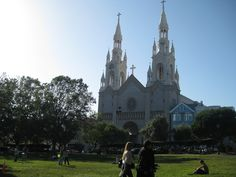 8 Great Parks of San Francisco: Washington Square Park//Nestled in North Beach, the best place to drink your cappuccino from Caffe Trieste while reading your book from City Lights Bookstore. Distance: 2.7 miles, Muni: 43, 45 (photo via Lezan)