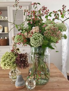 Late summer in the flower vase # beautifully gardened Late summer in the flower vase . Late summer in the flower vase # Beautiful gardens Late summer in the flower vase summer. Types Of Flowers, Cut Flowers, Fresh Flowers, Deco Floral, Arte Floral, Flower Garlands, Flower Vases, Beautiful Gardens, Beautiful Flowers