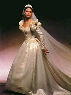 Beautiful Wedding Gowns, Dream Wedding Dresses, Beautiful Dresses, Vintage Gowns, Vintage Bridal, Vintage Weddings, Style Année 80, Perfect Bride, Satin Dresses
