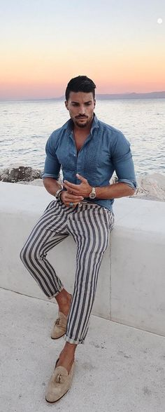 Mix match outfit styling has now become the trendiest style amongst men across the globe. Have a look and create your own style. White Polo Shirt Outfit, Polo Shirt Outfits, Semi Formal Outfits, Mix Match Outfits, Matching Outfits, Style Masculin, Moda Blog, Men Dior, Winter Outfits Men