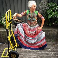 Saramai Style And Grace, My Style, Gypsy Style, Jane Adams, Transition To Gray Hair, Advanced Style, Gorgeous Hair, Older Women, Wearable Art