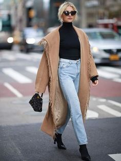Street Style: Fashion inspiration from the street Street Style: Fashion-Inspiration von der Straße Caro Daur Street Style with Camel Coat Fashion Weeks, Mantel Styling, Mantel Outfit, Kleidung Design, Camel Coat Outfit, Mode Mantel, Winter Mode, Mode Outfits, Casual Outfits