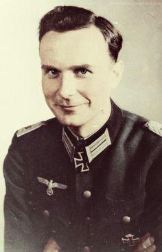 Axel Freiherr von dem Bussche-Streithorst from : https://www.pinterest.com/19391945hu/ritterkreuz/