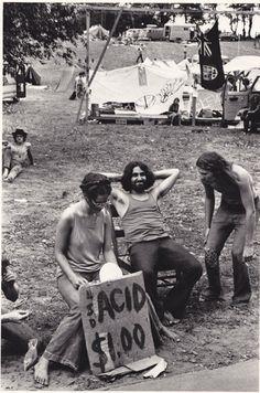 """""""Woodstock was a pale pot scene. This is a heavy hallucinogens scene."""" – 25 Amazing Photos Captured Daily Life at the Powder Ridge Rock Festival, 1970"""
