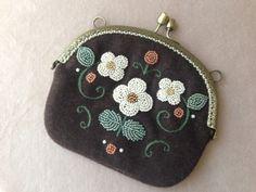 My work Mayuka Morimoto Embroidery Purse, Embroidery Works, Creative Embroidery, Beaded Embroidery, Cute Coin Purse, Frame Purse, Gold Work, Beaded Bags, Purse Patterns