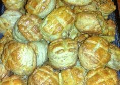 Hajtogatott házi töpörtyűs pogácsa recept foto Thing 1, French Toast, Bread, Chicken, Breakfast, Food, Breakfast Cafe, Essen, Breads