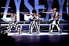 hellyeahtlc:    VMA's Greatest Gifs: Left Eye, Chilli & T-Boz of TLC rock matching outfits and matching moves on the 1995 VMA stage during their performance of 'Creep.