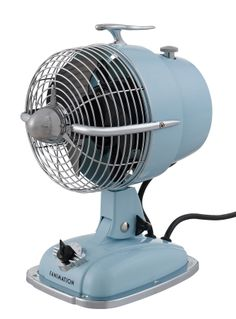 Fanimation Indoor Desk Fan at Lowe's. Complete your stylish space with a much needed blast from the Urbanjet by Fanimation. Put this retro fan in any room to add a vintage touch. Vintage Glam, Vintage Fans, Antique Fans, Vintage Antiques, Portable Desk, Portable Fan, Retro Fan, Retro Style, Personal Fan