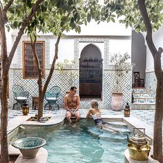 { NEW BLOG POST } • our 24 Hour Guide to Marrakech is up on finduslost.com, and it's full of Moroccan-inspired everything! ❈ Here's what a day in this beautiful city should be like... link in bio ↠